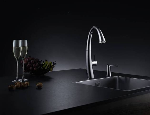 kwc zoe a beautiful kitchen faucet with light 1 thumb 630x486 23362 KWC ZOE: A Beautiful Kitchen Faucet with Light