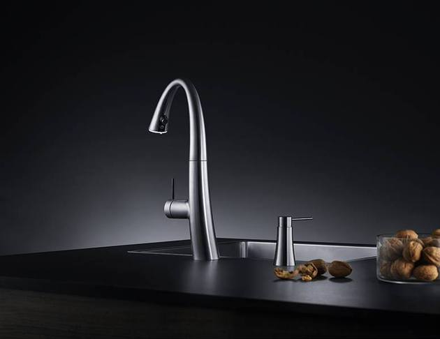 kwc-zoe-a-beautiful-kitchen-faucet-with-light-3.jpg