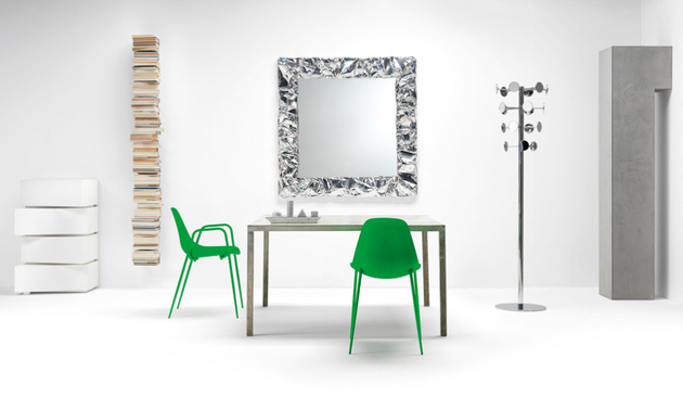 lacquered-aluminium-table-and-chairs-from-opinion-ciatti-9.jpg