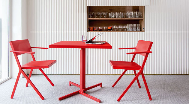 red table and chairs set mia from emu by jean nouvel 1 thumb 630x348 26092 Red Table and Chairs set Mia from Emu by Jean Nouvel