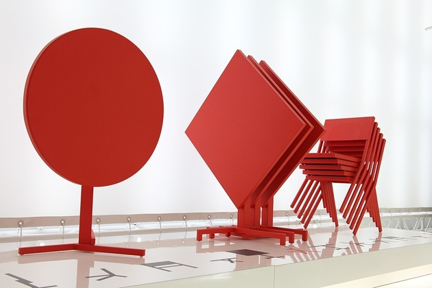 red table and chairs set mia from emu by jean nouvel 2 thumb 630x420 26090 Red Table and Chairs set Mia from Emu by Jean Nouvel