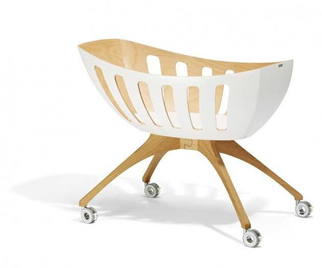 baby-bassinet-and-cradle-with-windows-by-gloria-lavi-3.jpg