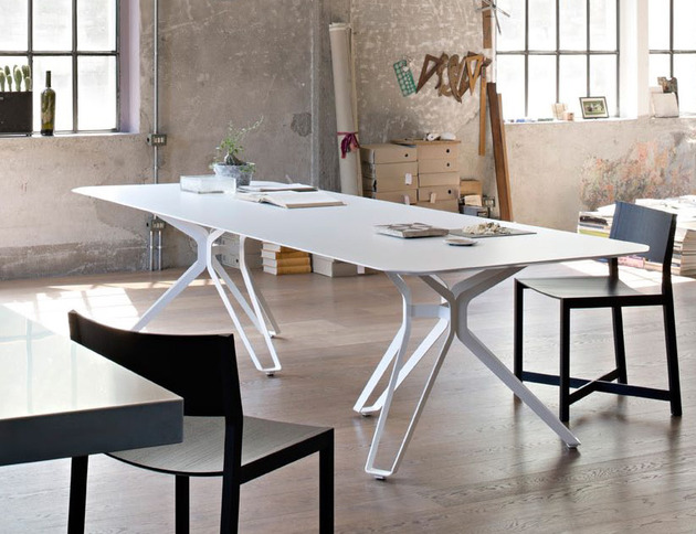 white tripod dining table by lema 1 thumb 630x484 27965 White Tripod Dining Table by Lema