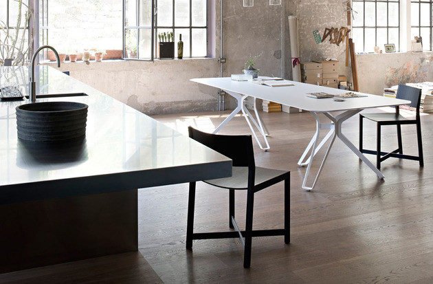 white tripod dining table by lema 2 thumb 630x413 27967 White Tripod Dining Table by Lema
