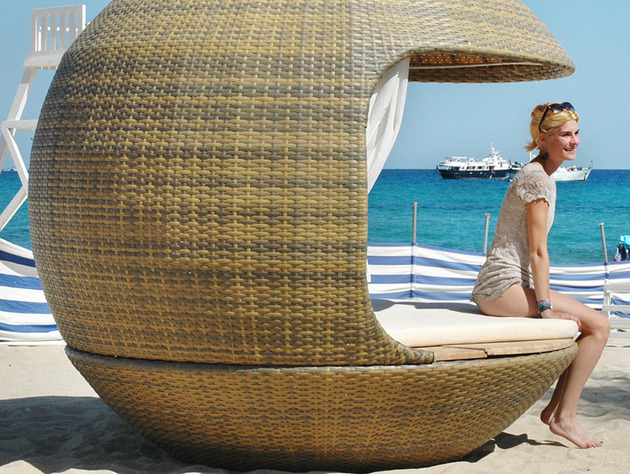 cocoon beach offers stylish outdoor lounging 2 thumb 630x474 30100 Cocoon Beach offers Stylish Outdoor Lounging
