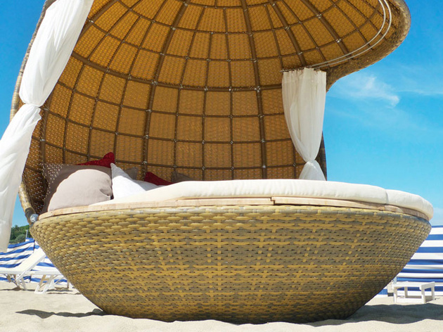 cocoon-beach-offers-stylish-outdoor-lounging-3.jpeg