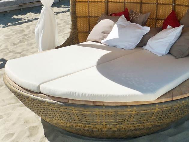 cocoon-beach-offers-stylish-outdoor-lounging-4.jpeg