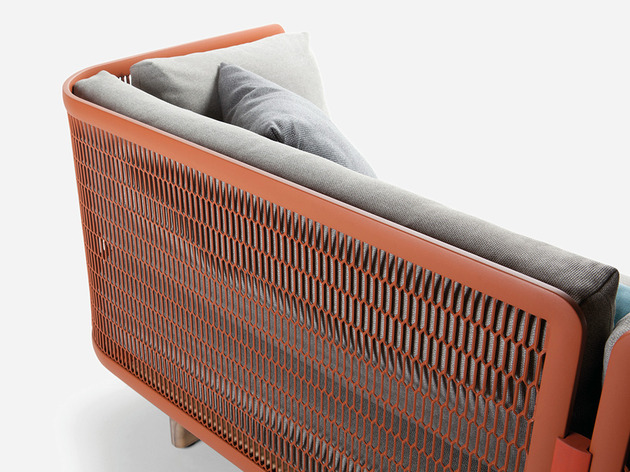 metal-mesh-garden-sofa-by-patricia-urquiola-for-kettal-4.jpg