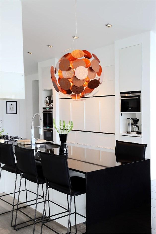 by rydens%20 sculpturally modern copper lighting 1 thumb autox944 48453 By Rydens: Modern Copper Lights Shine