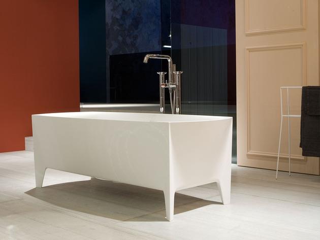 freestanding modern bathtub by mario ferrarini 2 thumb 630xauto 49313 Freestanding Modern Bathtub by Mario Ferrarini