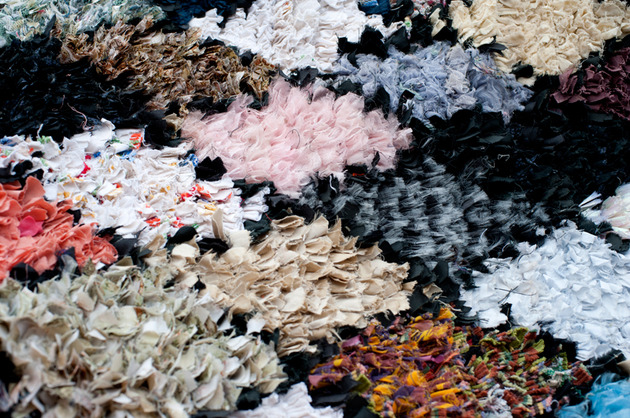 wow-a-carpet-made-from-pieces-of-your-life-your-memories-and-some-old-clothes-2a.jpg