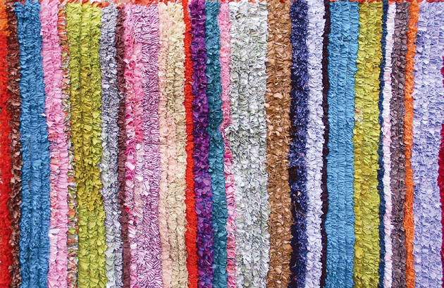 wow-a-carpet-made-from-pieces-of-your-life-your-memories-and-some-old-clothes-3a.jpg