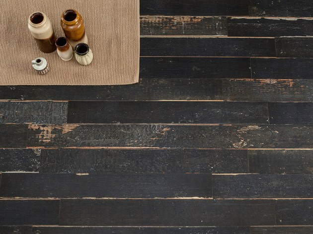 astonishing porcelain tile looking like real weathered wood 2 thumb 630xauto 51572 Amazing Distressed Wood Looking Tile