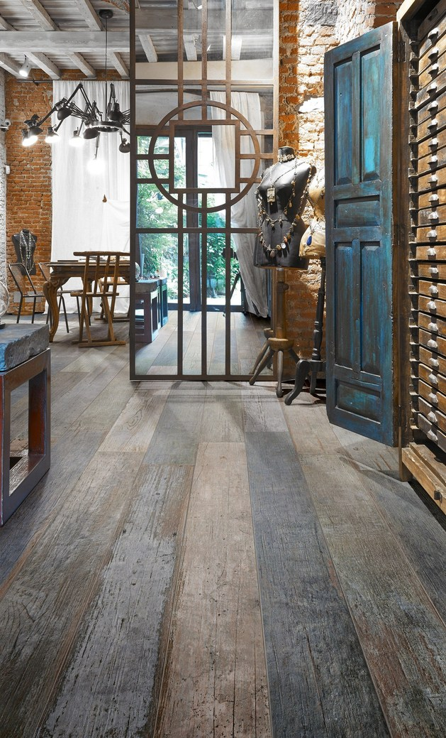 astonishing-porcelain-tile-looking-like-real-weathered-wood-7.jpg