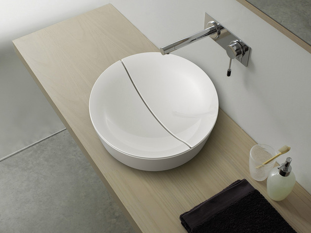 scarabeo re interprets the common sink drain design 1 thumb 630xauto 51586 Scarabeo Reinterprets the Common Sink Drain Design