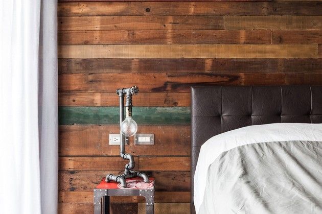 extremely rustic diy nightstand lamp 1 thumb 630xauto 54131 DIY Industrial Nightstand Lamp