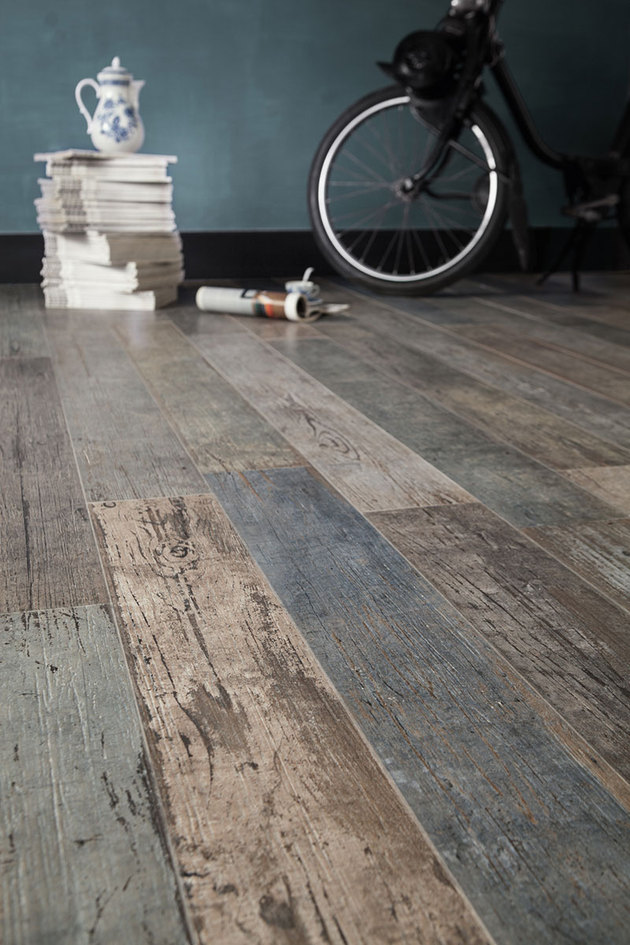 floor tile that %20looks like %20reclaimed %20wood santagostino thumb autox945 55958 Wood Look Tile: 17 Distressed, Rustic, Modern Ideas