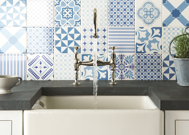 kitchen-backsplash-blue-tapestry-tile-patchwork.jpg