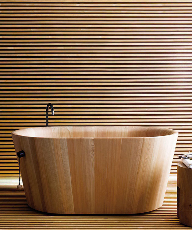 larch-wood-ofuro-bathtub-matteo-thun-rapsel.jpg