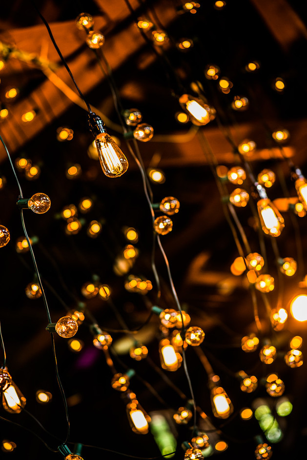 edison-hanging-lamp-chandelier-wedding.jpg