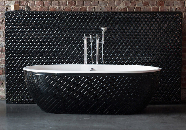 stone-one-black-tub-coco-aquamass.jpg