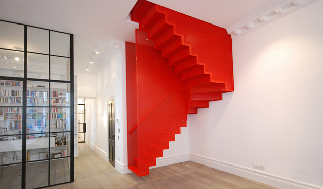 unusual-unique-staircase-modern-home-diapo-red-2.JPG