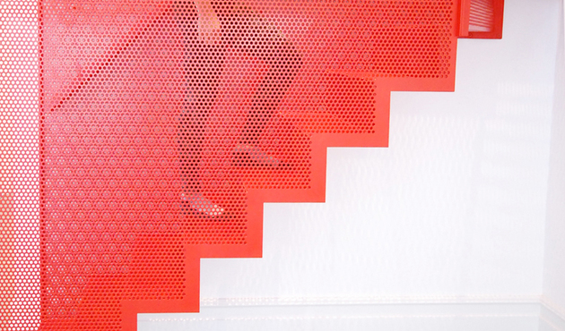 unusual-unique-staircase-modern-home-diapo-red.jpg