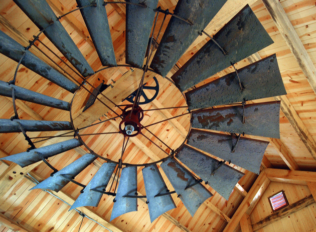 windmill-ceiling-fan-barn-decorating.jpg