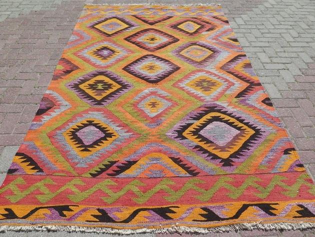 barak-kelim-area-rug-66x111-diamond-pattern.jpg