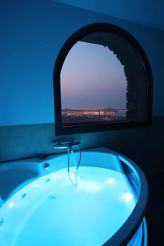 incredible-private-bathroom-overlooks-mediterranean-sea-12.jpg