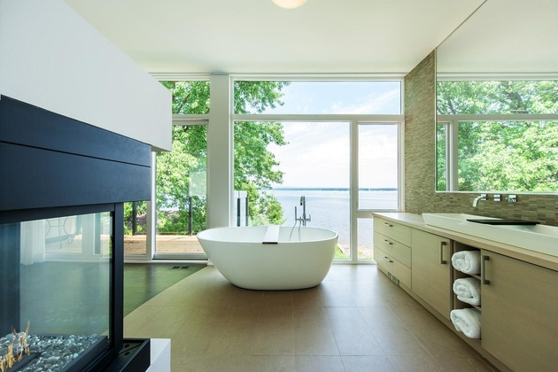 ottawa-river-house-exceptional-bathroom-views-11.jpg