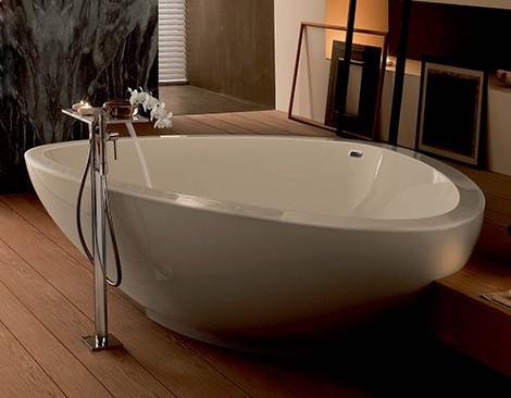 bathtub 2009 hansgrohe axor maussad Triangular Bathtubs   Axor Massaud bathtub 2009 from Hansgrohe