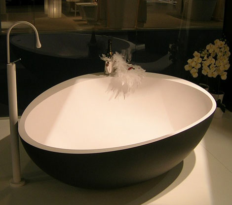 black bathtubs white interior mastella 1 Black Bathtubs with White Interior by Mastella – Party