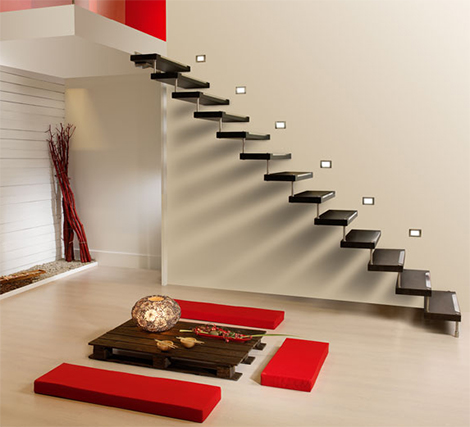 Cast staircase Swing installed against the wall with no rods