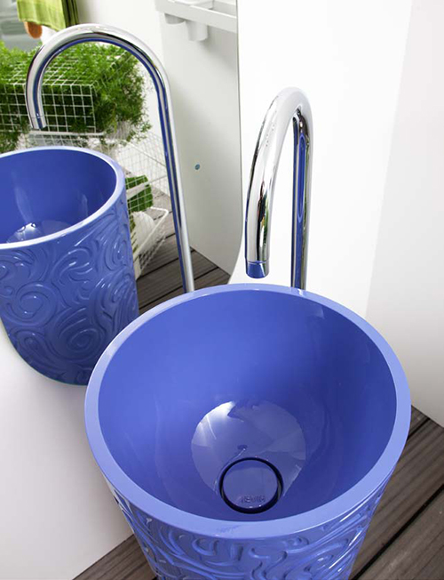color-wash-basins-regia-wallpaper-blue-5.jpg