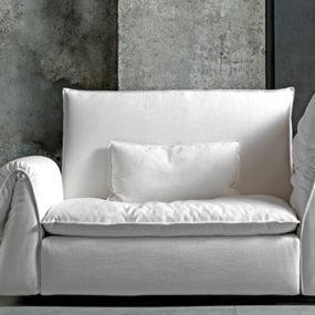 Comfy Lounge Sofa by Saba Italia – Les Femmes