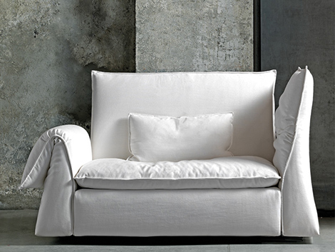 Comfy lounge sofa by saba italia les femmes for Aparadores modernos