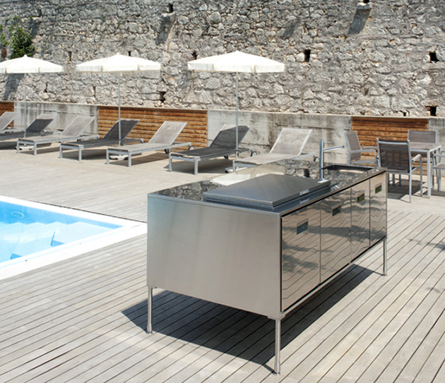 Compact Outdoor Kitchen Island: Artusi from Arclinea