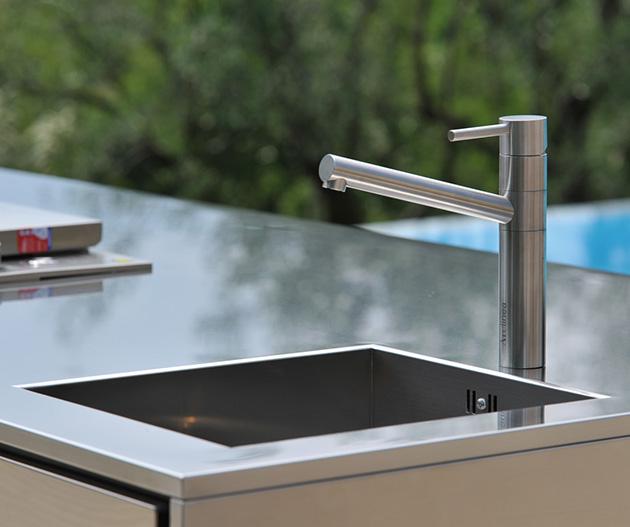 compact-outdoor-kitchen-island-artusi-arclinea-7.jpg