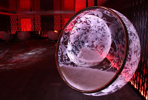 cool-bubble-chairs-rousseau-illuminated-4.jpg