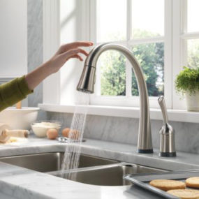 Touch-Activated Kitchen Faucet – Delta Pilar Pull-Down Faucet with ToucH2O Technology