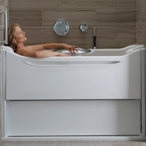 Easy Access Bathtubs – Rising Wall Bath Elevance by Kohler