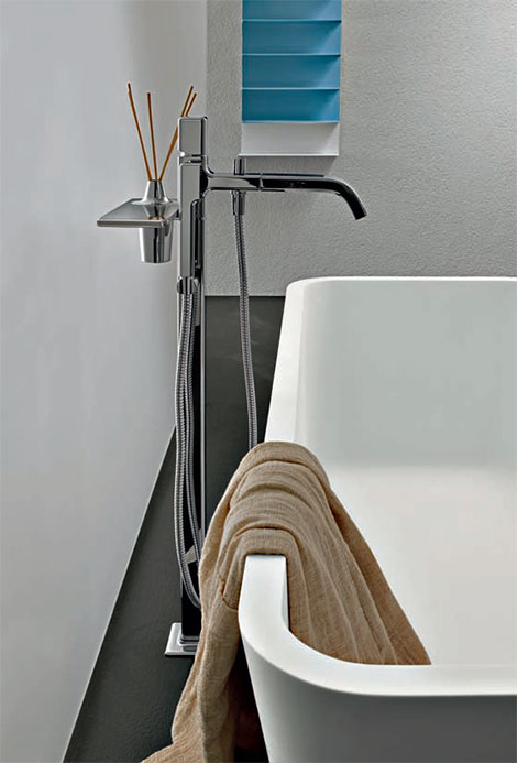 freestanding-tub-filler-faraway-zucchetti.jpg