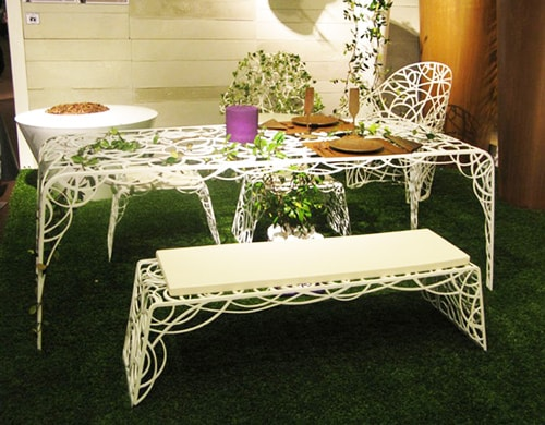 garden-furniture-set-overrun-plants-Radici-decastelli-celato-4.jpg