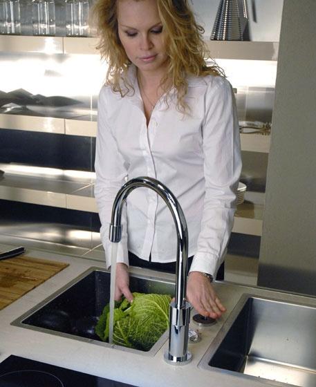 gessi-kitchen-mixers-photocells-3.jpg
