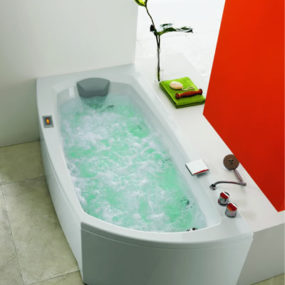 New Bathtub Shape from Glass Idromassaggio – ergonomic Linea 180 bathtub