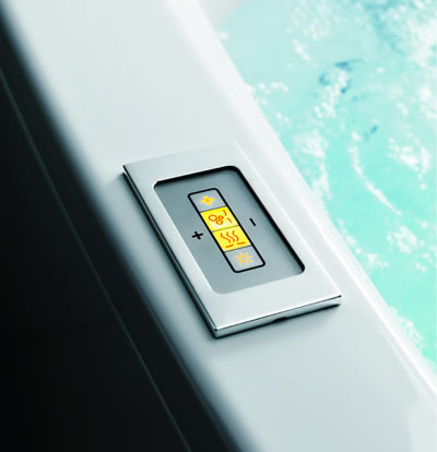 glass idromassaggio linea180 bathtub control New Bathtub Shape from Glass Idromassaggio – ergonomic Linea 180 bathtub