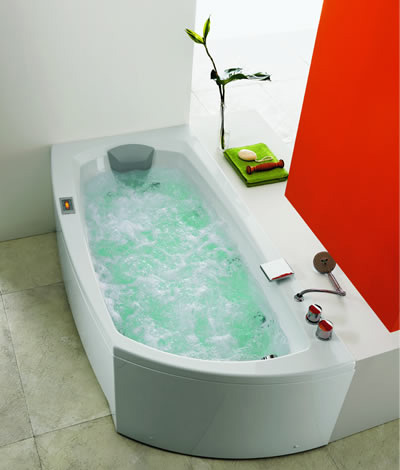 glass idromassaggio linea180 bathtub New Bathtub Shape from Glass Idromassaggio – ergonomic Linea 180 bathtub