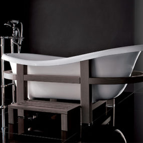 Freestanding Bathtub from Gruppo Treesse – Epoca One Top in a wooden embrace
