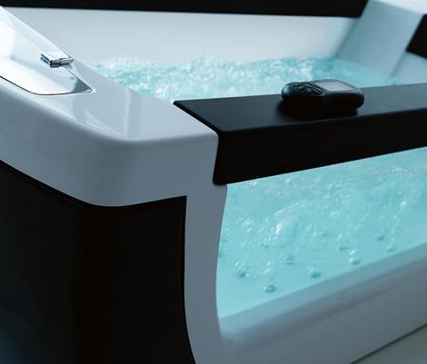 gruppotreesse-see-through-bathtub-3.jpg